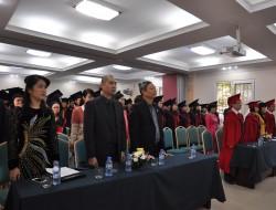 Phát bằng tốt nghiệp cho tân cử nhân - tân kỹ sư đợt I năm 2014