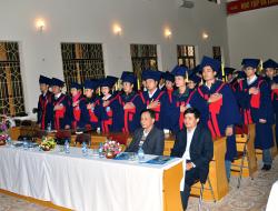 Tân cử nhân - tân kỹ sư tuyên thệ trước khi nhận bằng tốt nghiệp