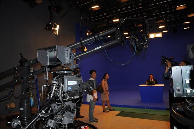 Tại Studio của ĐH Mở quốc gia (Korea Open University National), sáng 3.9
