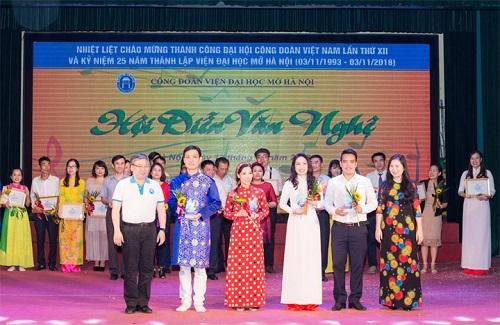Hội diễn Văn nghệ mừng thành công Đại hội Công đoàn Việt Nam và Kỷ niệm 25 năm ngày thành lập Viện DH Mở Hà Nội